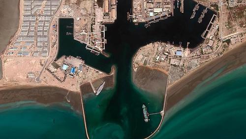 تصویر پهلو گیری ماکت در بندر عباس. این عکس ماهواره ای در تاریخ 21 تیر ماه گرفته شده است.