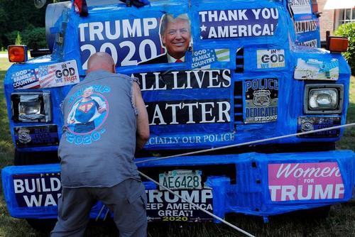 کامیون یکی از حامیان ترامپ در ایالت ماساچوست آمریکا/ رویترز