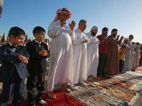نماز عید قربان در محوطه باز در شهر
