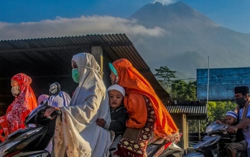 زنان موتورسوار در اندونزی/ زوما