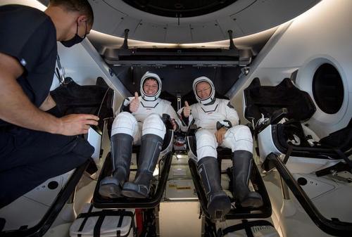 بازگشت دو فضانورد ناسا با کپسول