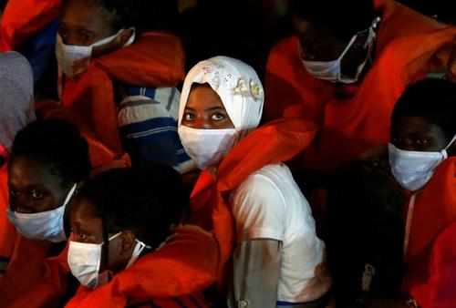 رسیدن پناهجویان آفریقاییتبار به جزیره مالت/ رویترز