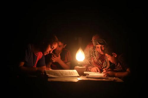 درس خواندن در شرایط بیبرقی/ نوارغزه/ خبرگزاری آناتولی