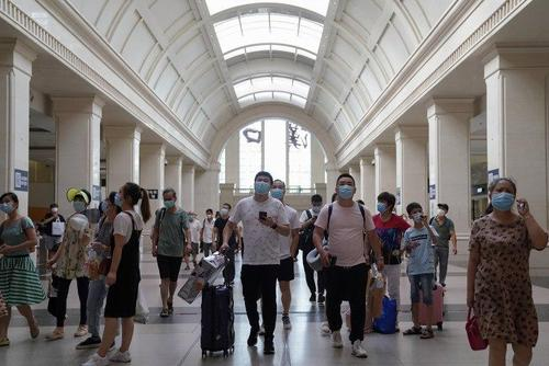 ایستگاه مرکزی قطار در شهر ووهان چین محل اصلی شیوع ویروس کرونا - گتی ایمیجز