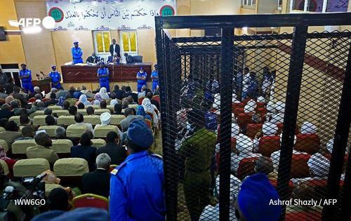 دادگاه عمرالبشیر رییس جمهوری برکنار شده و مقامات حکومت سابق سودان/ خبرگزاری فرانسه