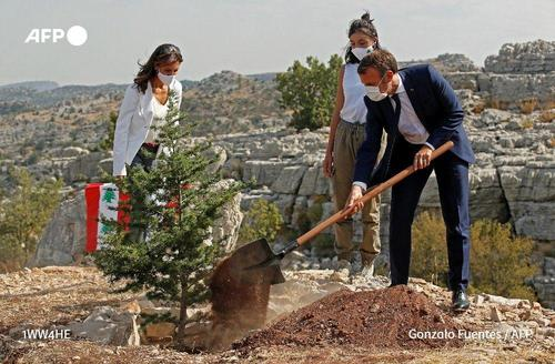امانوئل مکرون رئیس جمهور فرانسه در کنار آسیبدیدگان انفجار بزرگ لبنان- او در مراسمی در
