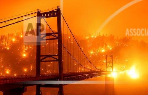 آتشسوزی در اطراف پل
