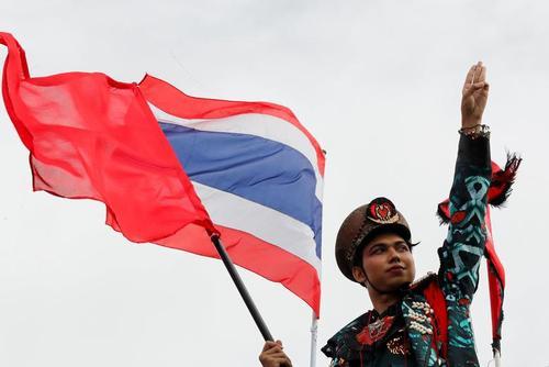 تظاهرات دموکراسی خواهان تایلندی علیه نظام پادشاهی در شهر بانکوک/ رویترز