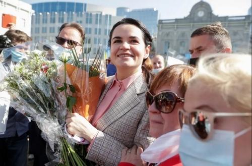 حضور رهبر مخالفان بلاورس در تظاهرات علیه دیکتاتوری در بلاروس مقابل پارلمان اروپا در شهر بروکسل/ EPA