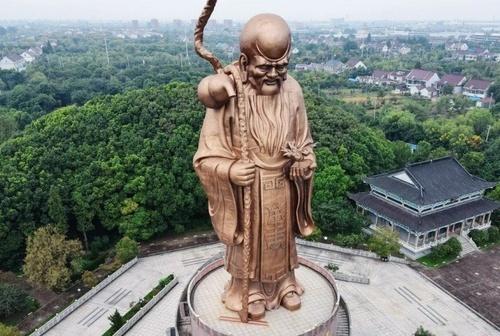 مجسمه برنزی 49 متری