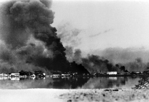 24 اکتبر 1980 - گلوله باران شهر آبادان ایران از سوی نیروهای عراقی در ابتدای جنگ