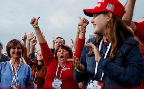 اجتماع هواداران ترامپ در یک رالی انتخاباتی در شهر فایت ویل در ایالت کارولینای شمالی/19 سپتامبر 2020