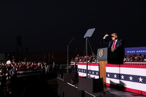 سخنرانی انتخاباتی ترامپ در جمع حامیانشس در شهر