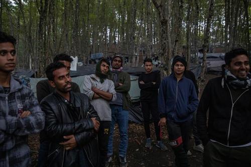 پناهجویان بنگلادشی در اردوگاه پناهجویان در بوسنی هرزگوین/ رویترز