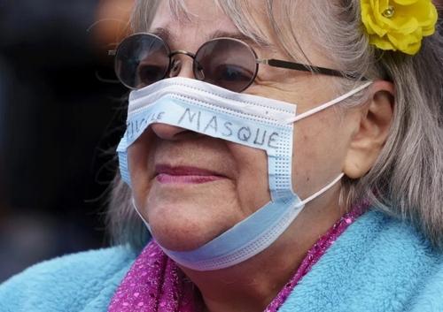 تظاهرات مخالفان الزامی شدن ماسک در مونترال کانادا/ آسوشیتدپرس