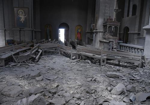 تخریب یک کلیسا در جنگ قره باغ در شهر