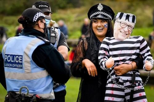 گردهمایی علیه محدودیتهای کرونایی در مقابل پارلمان اسکاتلند در شهر ادینبورگ/ گتی ایمجز