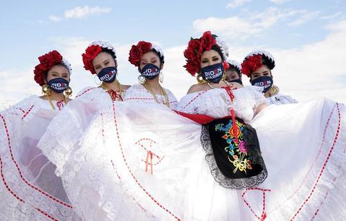 بسیاری از حامیان و اعضای ستاد بایدن ماسک می زنند. لاس وگاس/ 9 اکتبر 2020