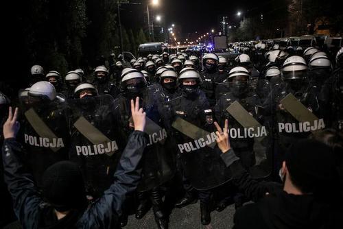 تظاهرات علیه ممنوع و محدود شدن سقط جنین در شهر ورشو لهستان/ رویترز