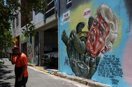 نقاشی دیواری از ترامپ اثر یک هنرمند استرالیایی در شهر سیدنی/ رویترز