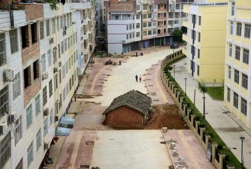 خانههایی قدیمی در چین که صاحبانشان با طرحهای بازسازی و یا توسعه شهری موافقت نمیکنند./ رویترز