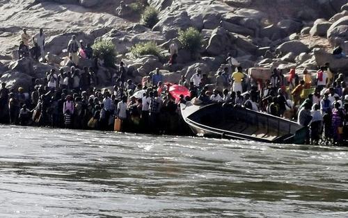 فرار شهروندان اتیوپیایی جنگ زده از رود مرزی به سودان/ خبرگزاری فرانسه