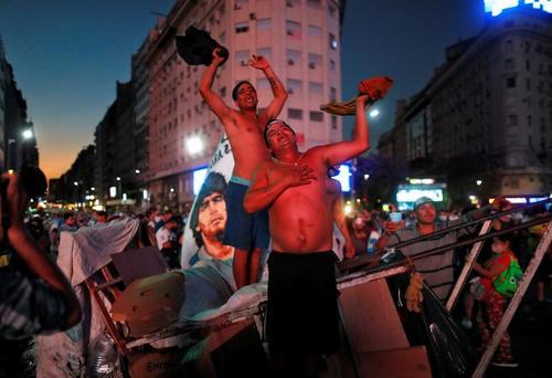 اجتماع سوگواران مرگ مارادونا در شهر بوینوسآیرس آرژانتین/ رویترز