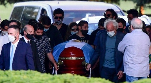 مارادونا به خاک سپرده شد +عکس