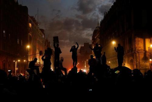 تظاهرات روز جهانی منع خشونت خانگی علیه زنان در مکزیک، کلمبیا و بنگلادش/ رویترز