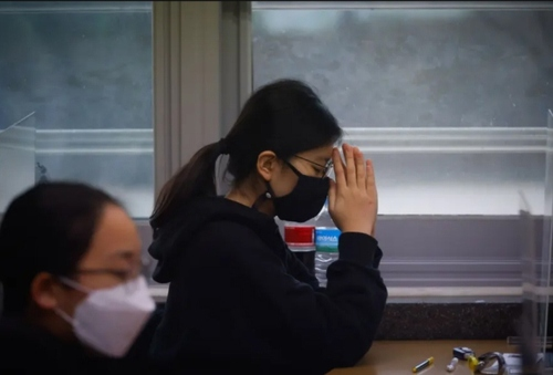 دعا در جلسه کنکور سراسری ورودی دانشگاهها در کره جنوبی/ سئول/ خبرگزاری فرانسه