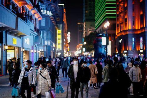 شلوغی شهر ووهان چین 1 سال پس از همهگیری کرونا/ رویترز