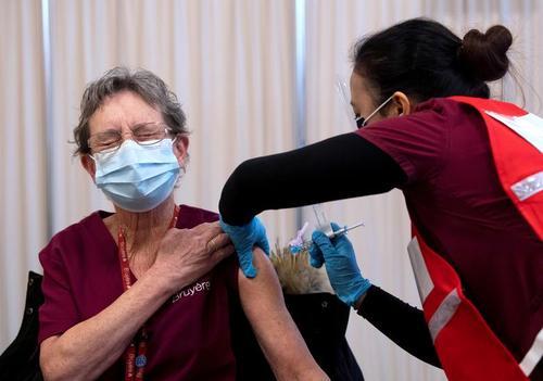 واکسیناسیون کرونا در بیمارستانی در شهر اوتاوا کانادا/ رویترز