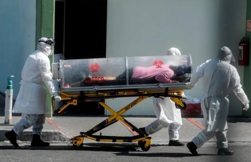 انتقال یک بیمار مشکوک به کرونا به بیمارستانی در شهر مکزیکوسیتی/ خبرگزاری فرانسه
