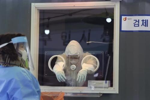 ایستگاه تست کرونا در یک مرکز درمانی در شهر سئول/ آسوشیتدپرس