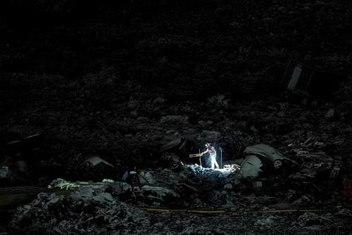 عملیات شبانه نیروهای امدادی در نروژ برای یافتن افراد از زیر آوار رانش زمین/ رویترز