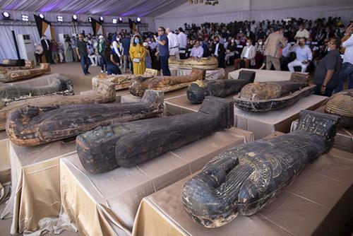 پنجاه و نه سارکوفاگ با مومیایی در مصر