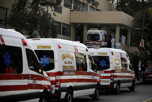 آمبولانسهای حامل بیماران بدحال کرونایی در صف ورود به بیمارستان عمومی شهر مکزیکوسیتی/ رویترز