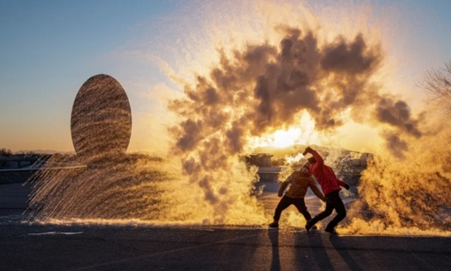 یخ زدن فواره آب در سرمای هوا در شهر پکن/ گتی ایمجز