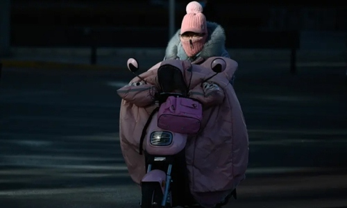 موتورسواری در سرمای هوای  شهر پکن/ خبرگزاری فرانسه