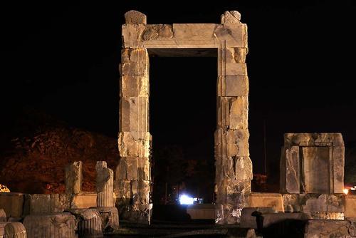 دروازه ورودی صد ستون