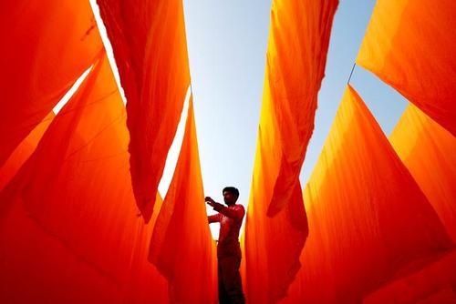 کارگاه رنگرزی پارچه در بنگلادش/ رویترز