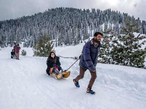برف بازی در کشمیر/ آسوشیتدپرس