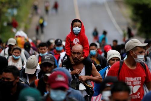کاروان مهاجران آمریکایی مرکزی در راه عزیمت به ایالات متحده آمریکا در گواتمالا/ رویترز