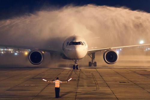 هواپیمای حامل 2 میلیون دوز واکسن کرونا