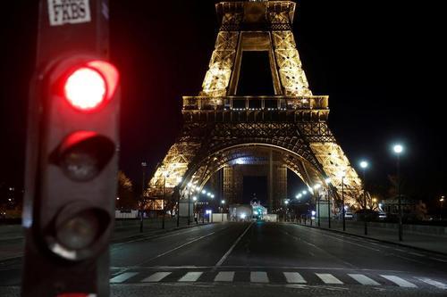 خلوتی شهر پاریس در پی اعلام منع آمد و شد شبانه از ساعت 6 غروب تا 6 صبح / رویترز