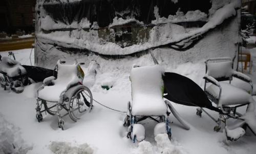 ویلچرها زیر برف در شهر صوفیه بلغارستان/ EPA