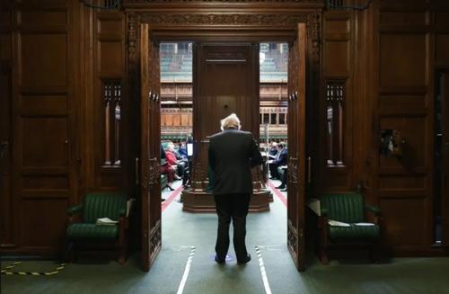 ورود بوریس جانسون نخست وزیر بریتانیا به جلسه مجلس عوام/ گاردین