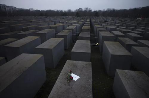 مراسم یادبود هولوکاست در شهر برلین آلمان/ آسوشیتدپرس