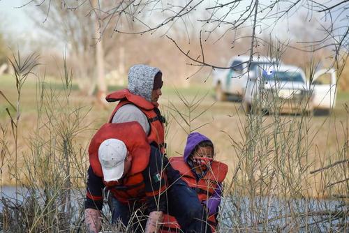 پناهجویان آمریکای مرکزی عازم آمریکا در مرز مکزیک/ رویترز
