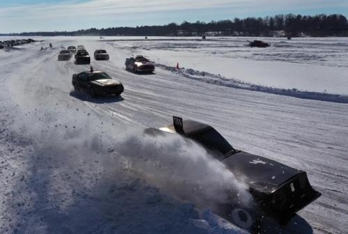 مسابقه اتومبیلرانی روی دریاچه یخزده در ویسکانسین آمریکا/ گتی ایمجز